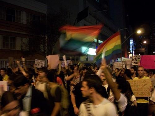 2º_Junta_Brasil_em_Juiz_de_Fora_-_bandeiras_arco-íris_e_cartaz_contra_a_cura_gay